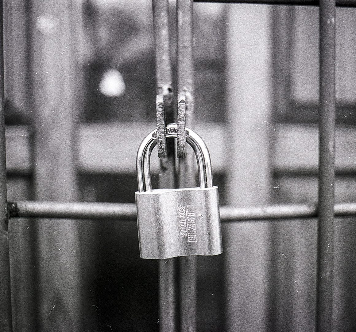 access-black-and-white-blur-270514a